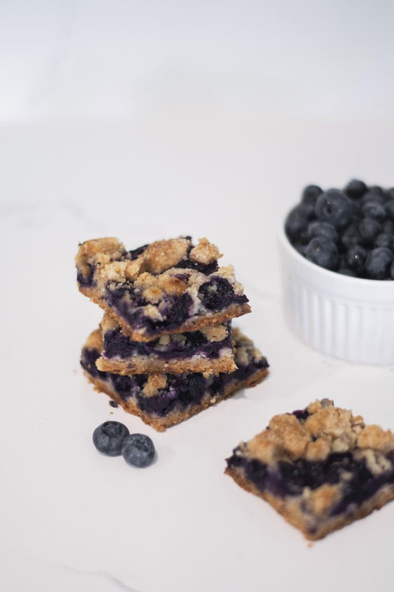 blueberry crumble bar